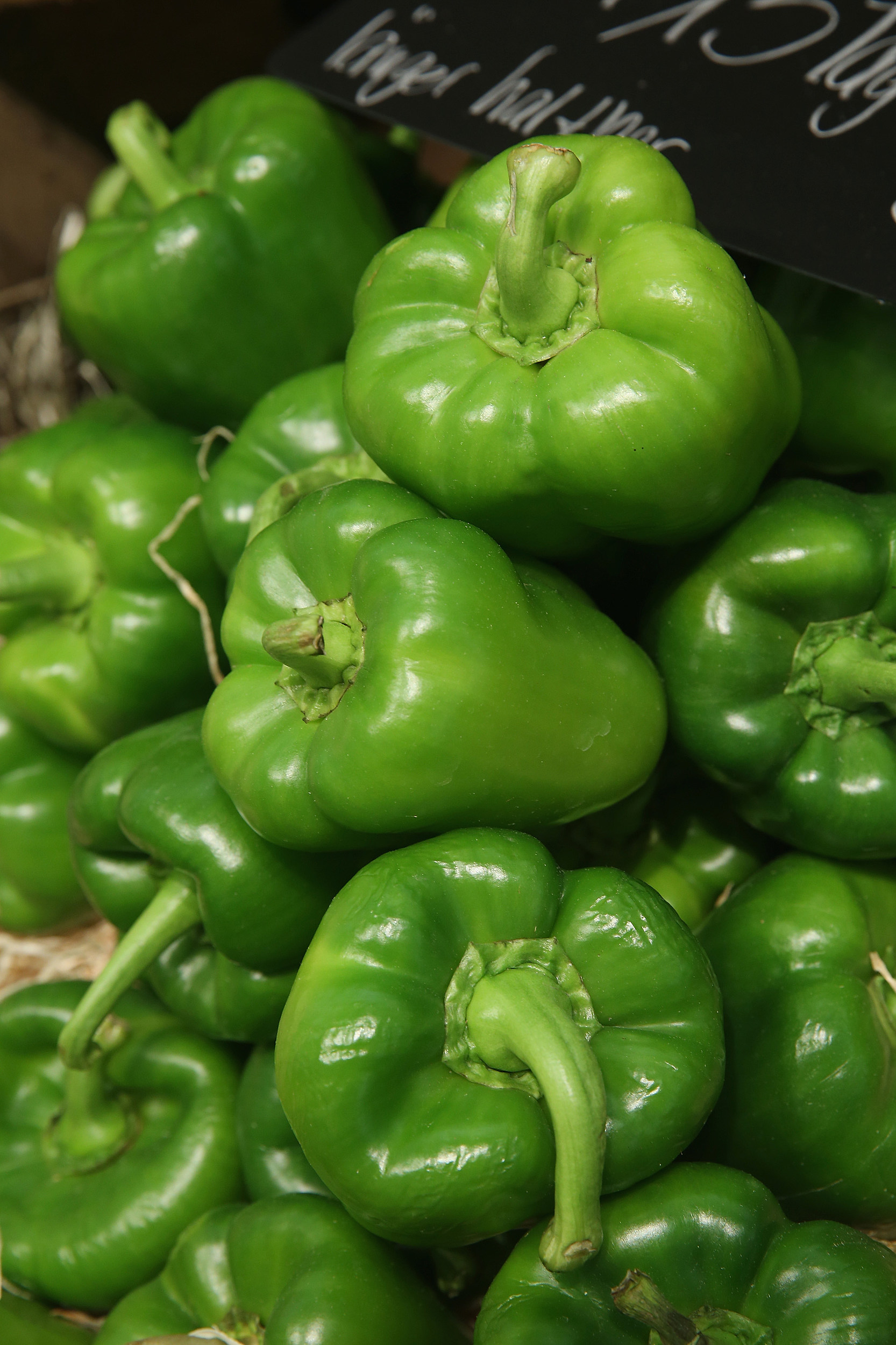 how do i pick a green pepper learn the secret to sweet or bitter