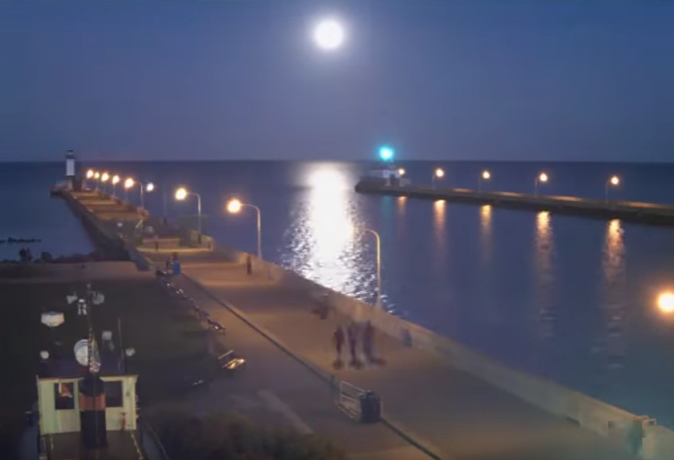 Watch The Super Moon Rise On Lake Superior