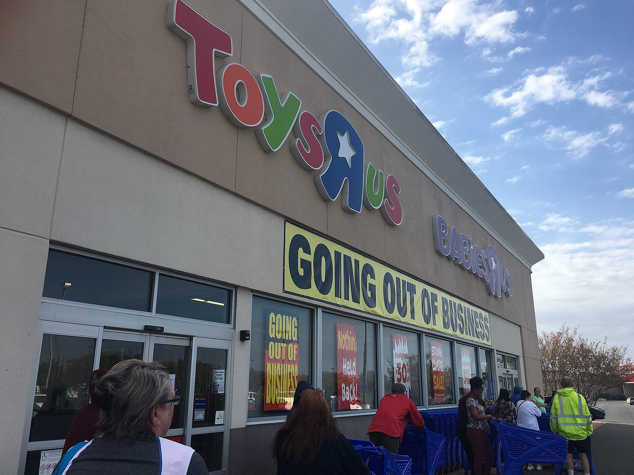 Bossier Toys R Us Posts Going Out Of Business Banner