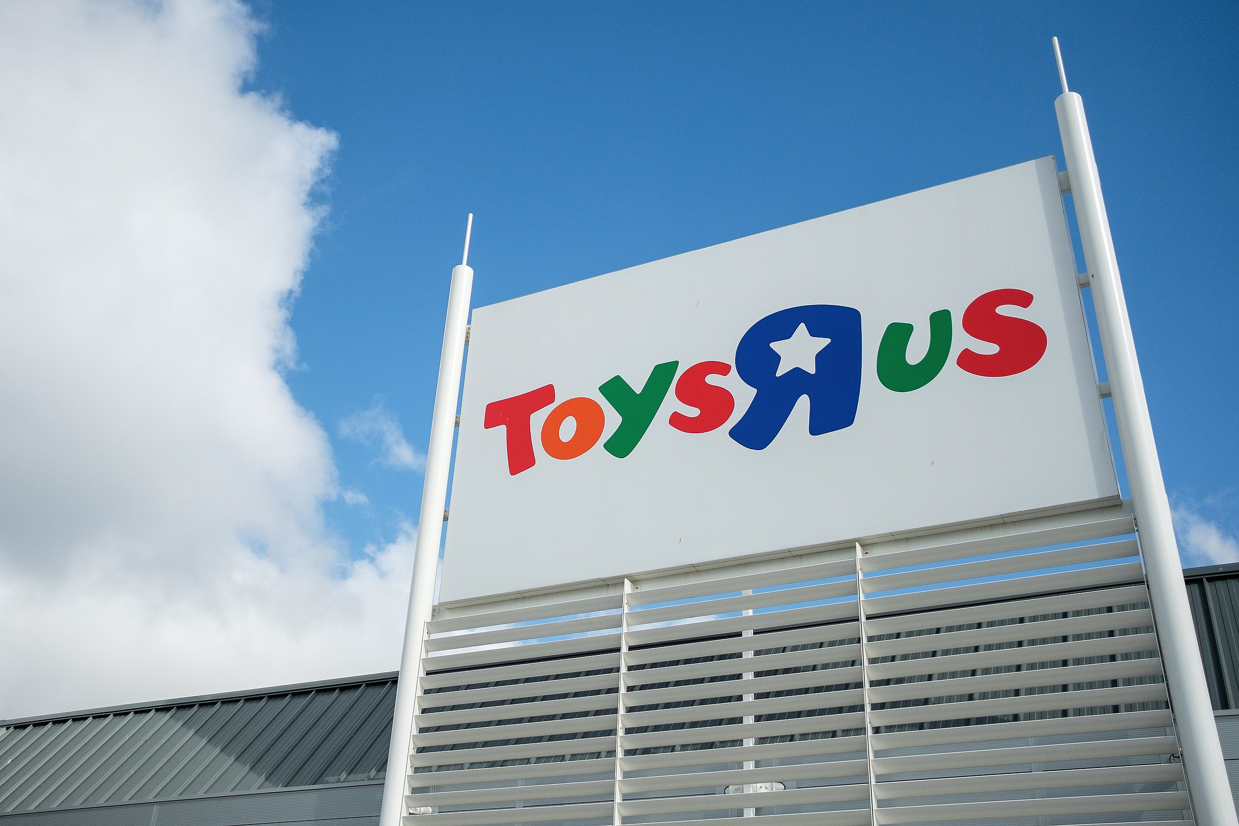 Toys R Us Announces Closure Of All North American Stores