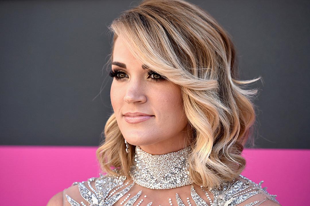 Carrie Underwood Sings At 14 Years Old