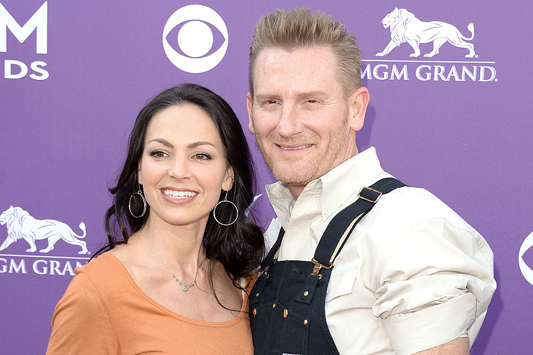 Cast of \'Can You Duet\' Records Special Christmas Video for Joey + Rory