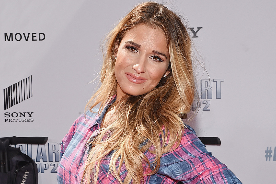 Jessie James Decker Brings Her Daughter To the Opry Stage