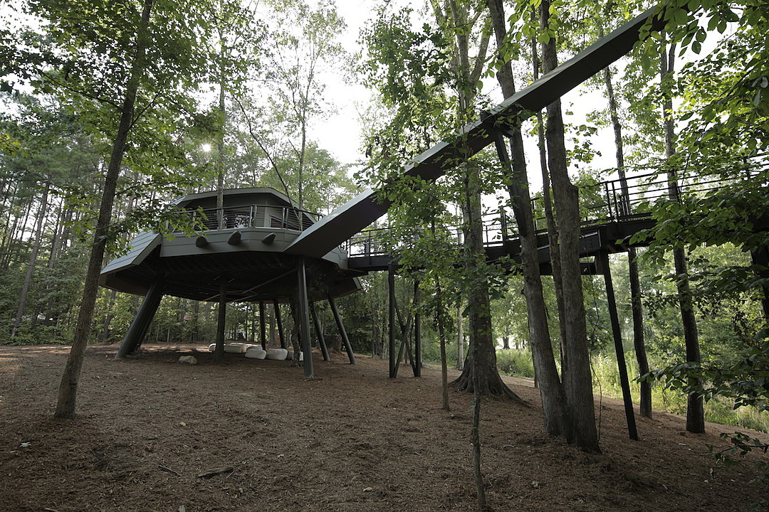 treehouse masters cast animal planet zac brown enlists treehouse masters for camp southern ground