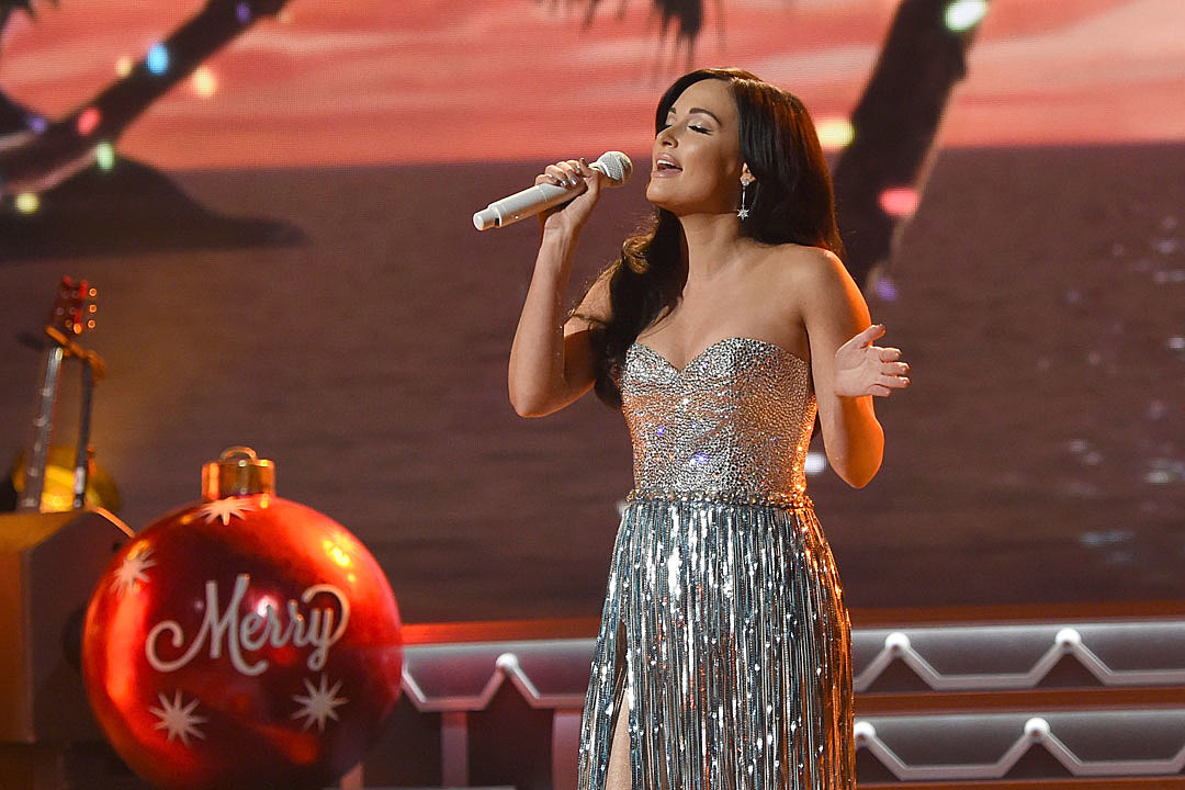 Kacey Musgraves Looks Forward to Decorating for the Holidays