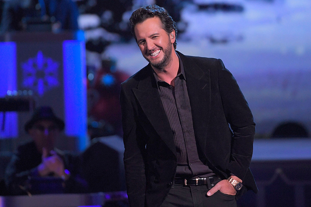 See Luke Bryan\'s Simple and Divine \'O Holy Night\' Performance