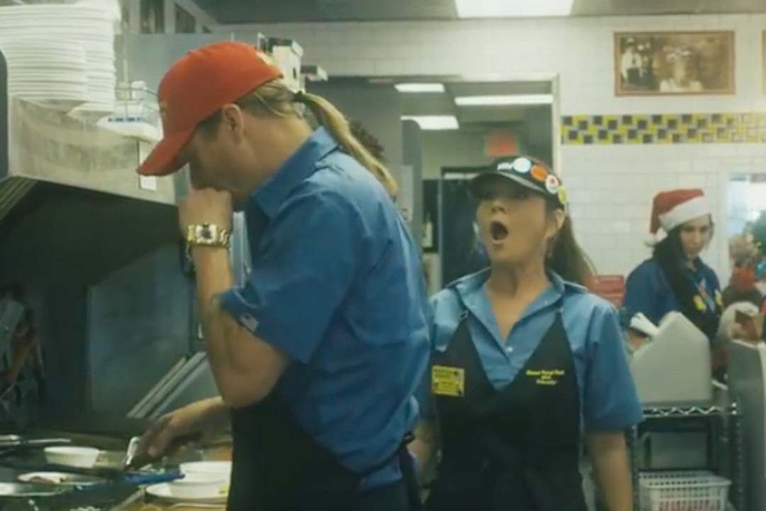 Kid Rock, Gretchen Wilson Get Naughty in \'Waffle House Christmas\'
