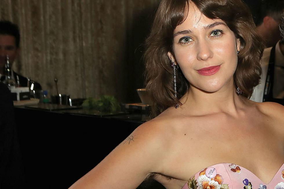 Lola Kirke Says She Got Death Threats Over Hairy Armpits At Golden Globes