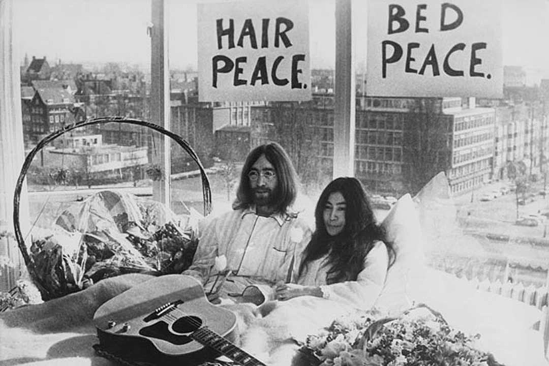 When John Lennon And Yoko Ono Held A Bed In For Peace