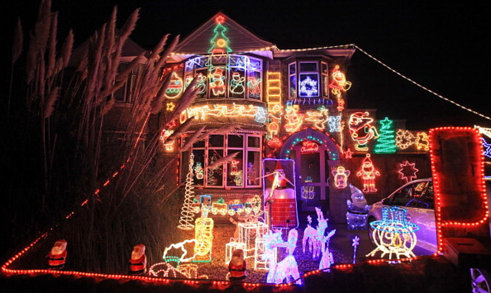 - Spectacular Christmas Light Shows Set To Music [VIDEO]