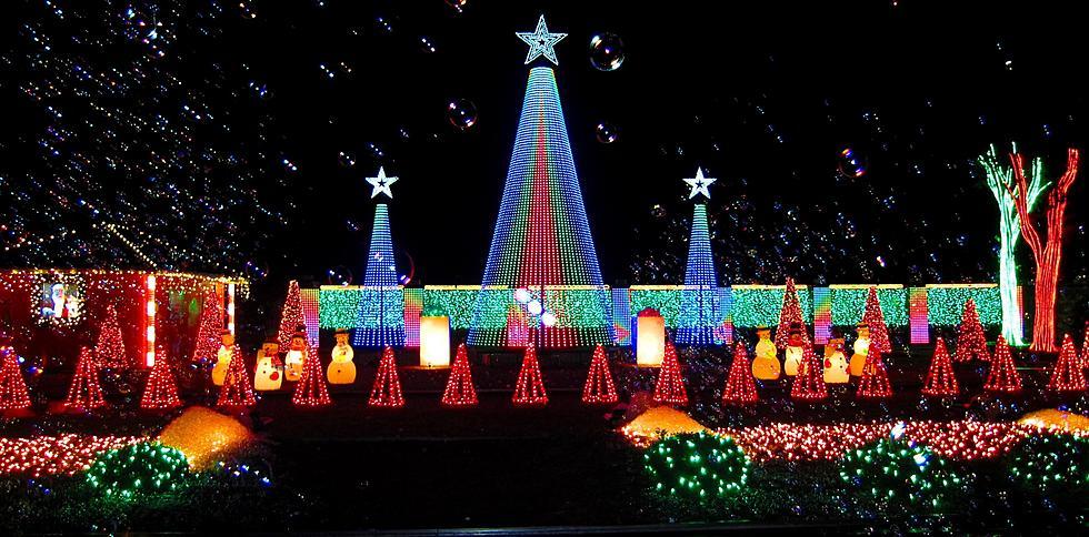 Christmas Lights Display in Alexandria Salutes the New Orleans Saints - Christmas Lights Display In Alexandria Salutes New Orleans Saints