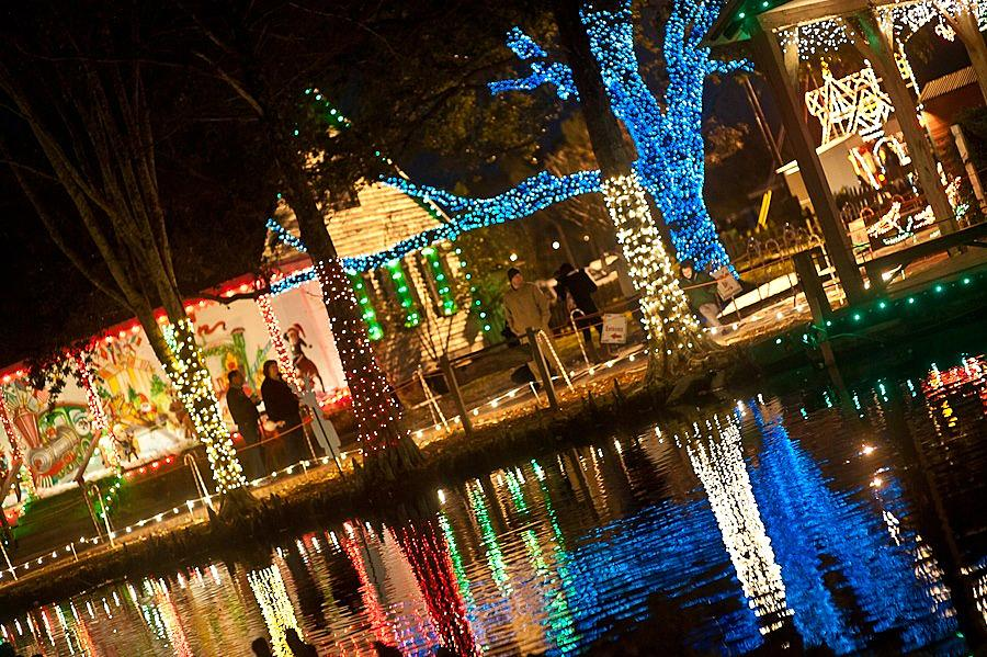 A lot of folks here in South Louisiana are focused on getting by in this  tough economy—especially if they were also affected by the recent  flooding—and that ... - The Best Places In Acadiana To See Christmas Lights