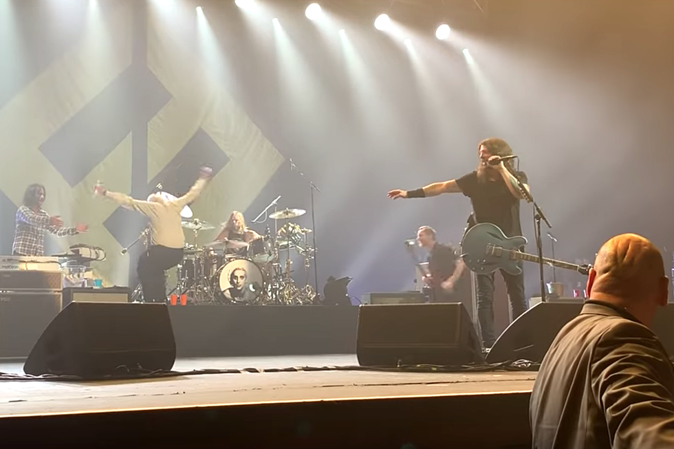 Worlds Drunkest Man Crashes Foo Fighters Stage Becomes Legend