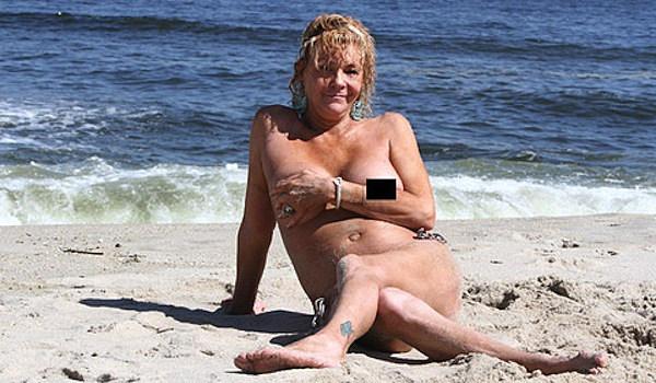 Naked moms tanning