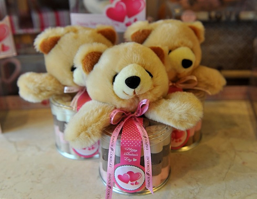 Survey Says Women Don T Want A Big Teddy Bear For Valentines Day