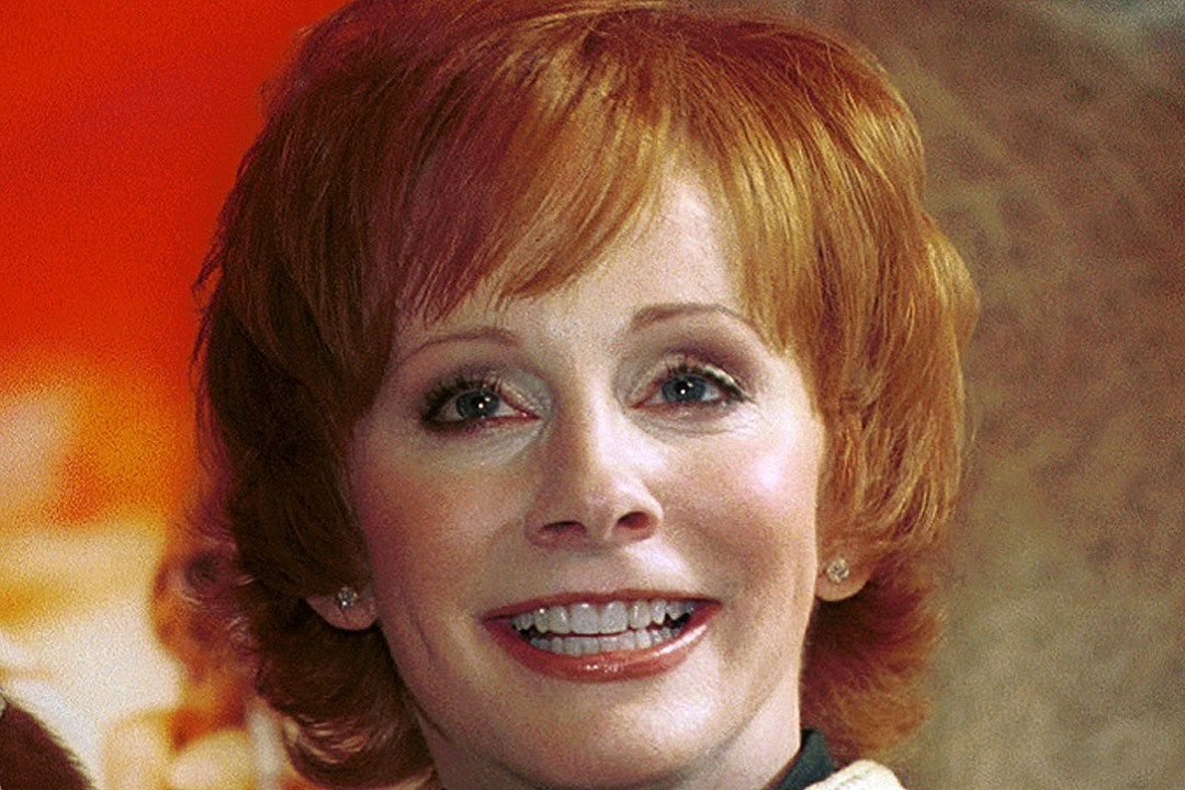 country music memories reba mcentire signs her first record deal