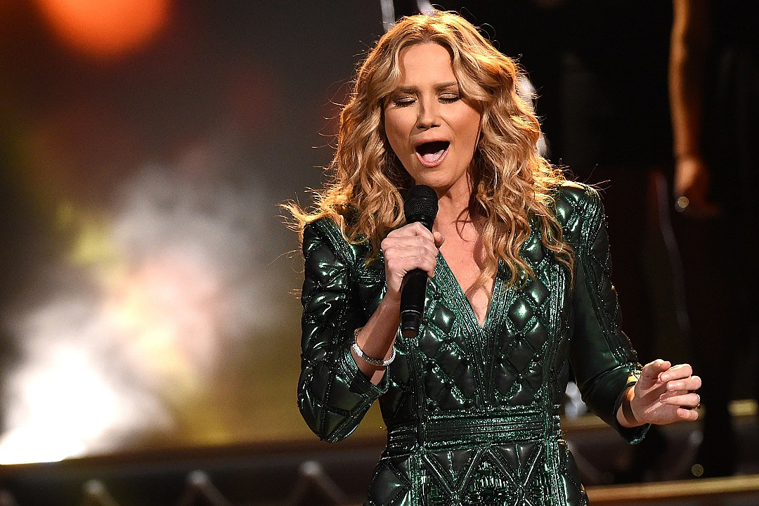 See All of Jennifer Nettles\' 2015 CMA Country Christmas Performances