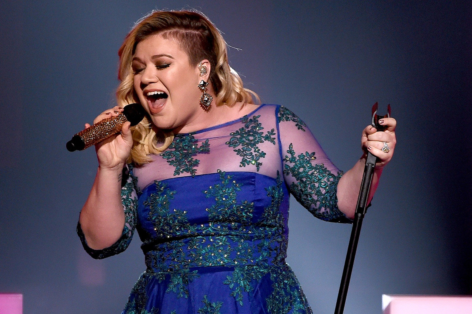 Kelly Clarkson to Perform at 2016 National Christmas Tree Lighting