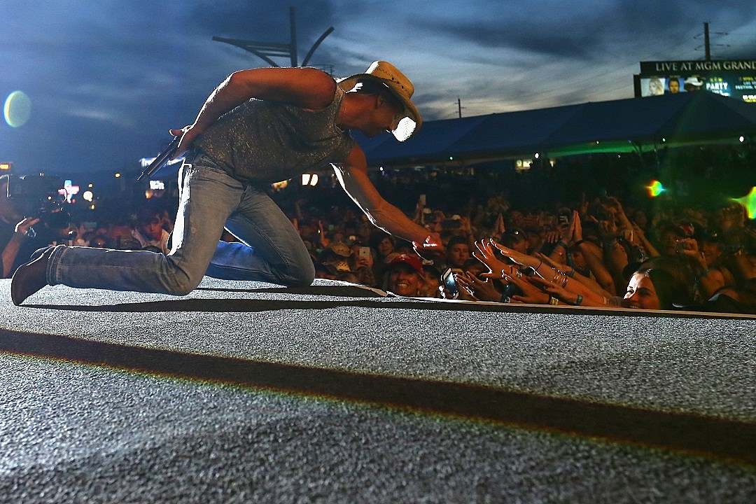 Kenny Chesney Debuts \'Setting the World on Fire\' Music Video