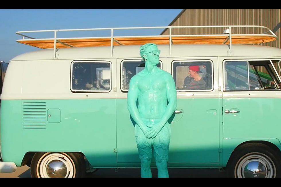 Jake Owen Rocks A Onesie In Goofy Seafoam Green Video Watch