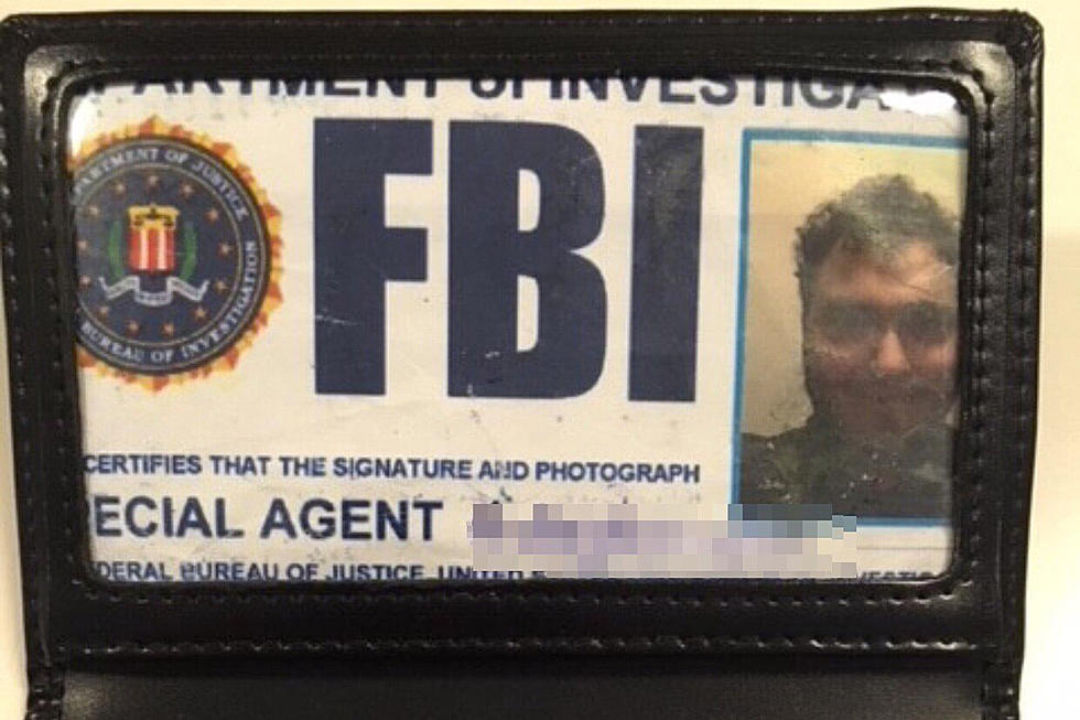 man used fake fbi badge to sneak into jail