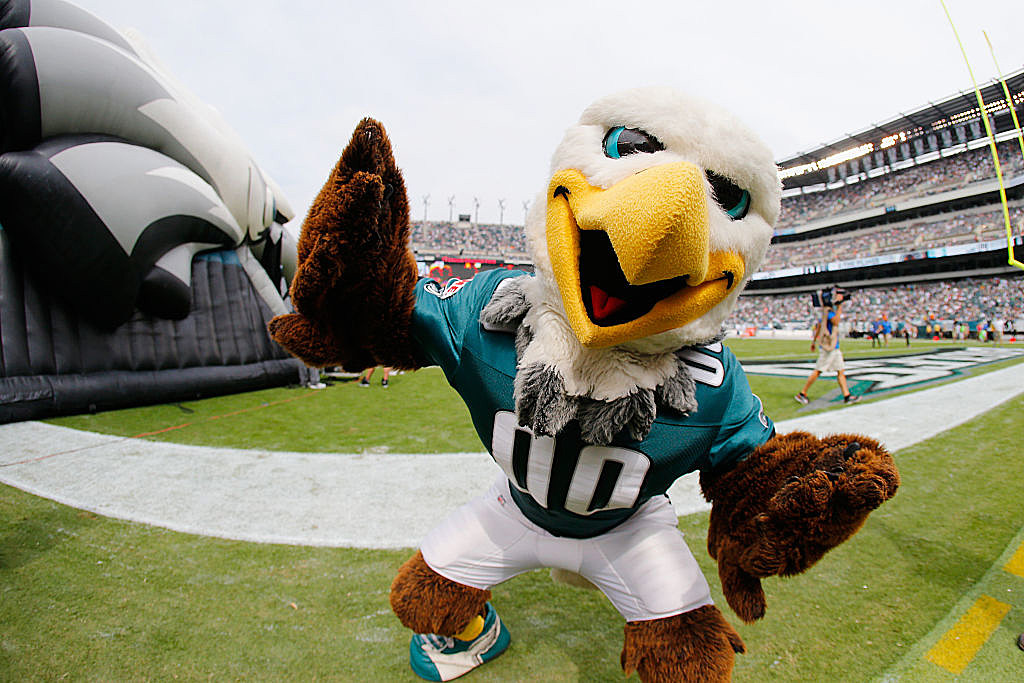 Eagles Mascot Swoop On How To Beat The Patriots Video