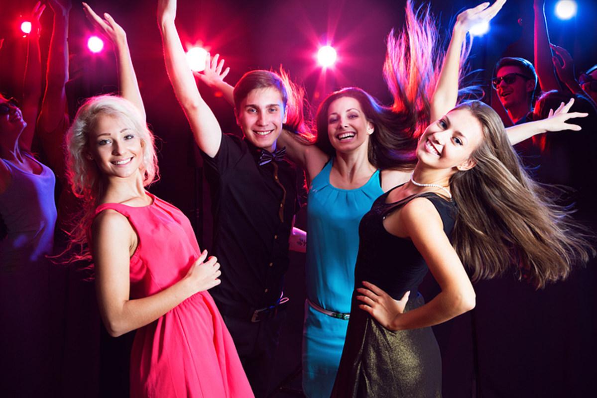 Вечеринки молодых студентов, веселая давалка смотреть