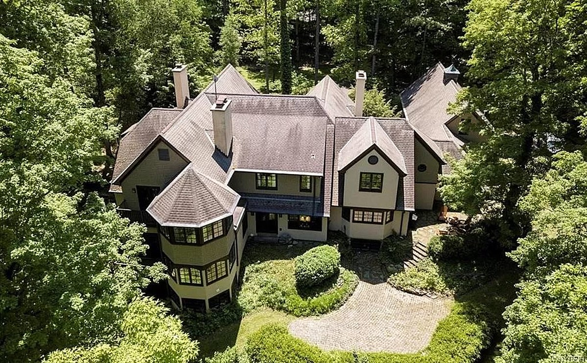 This $3 Million Home In Elma Looks Like It Belongs in a Hollywood Movie [PHOTOS]