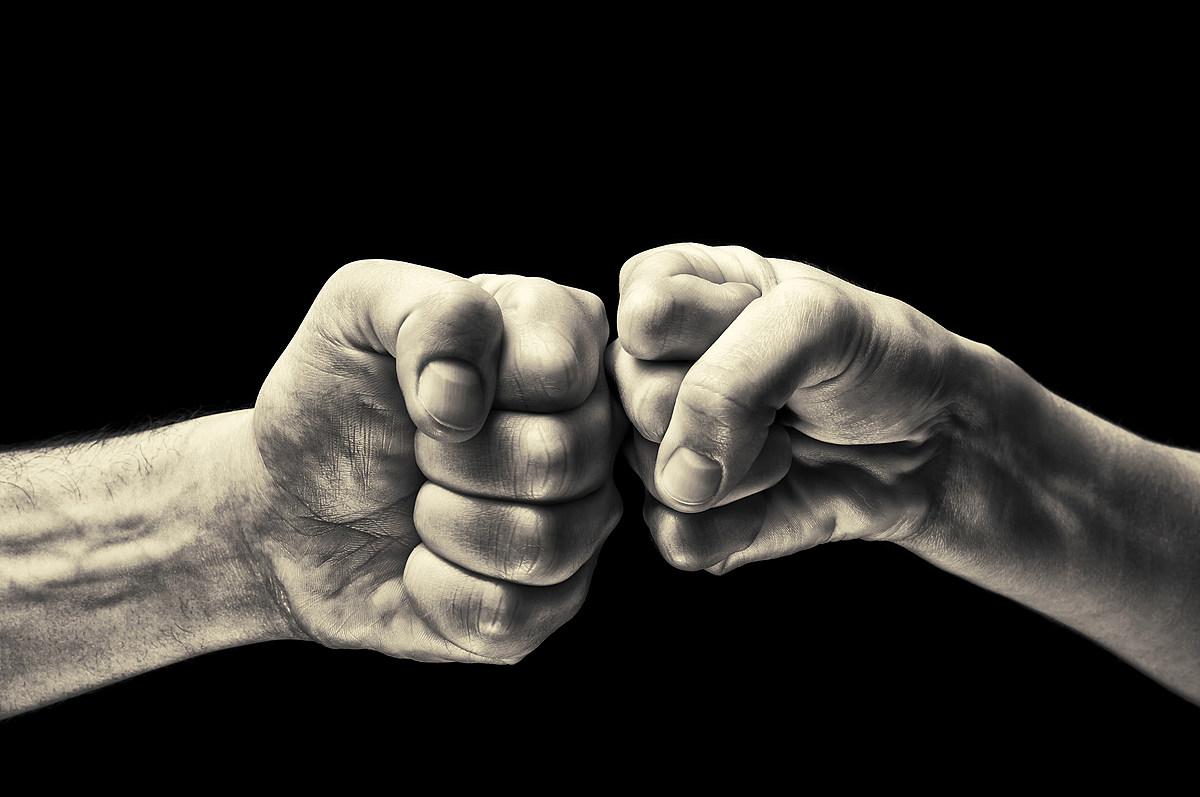 фото картинки два кулака вместе заметить, что ничего