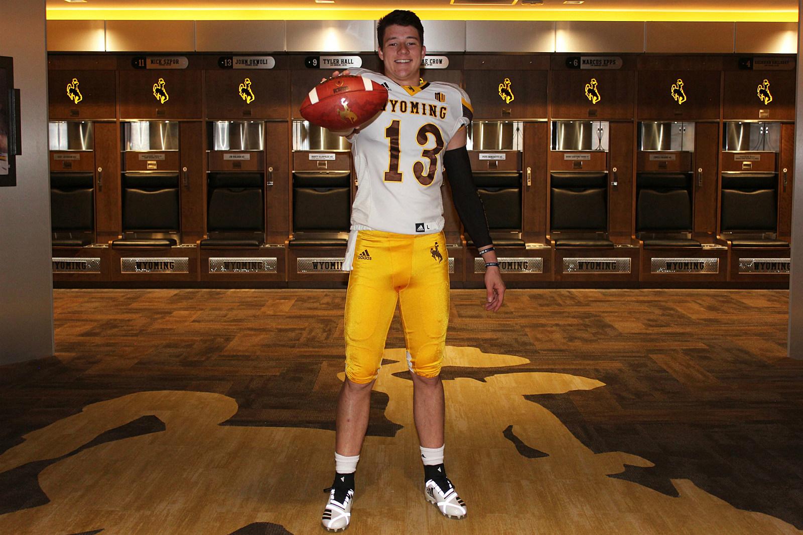 best service d316b 2243b Wyoming Football Adds QB Levi Williams, Who Enrolls Early