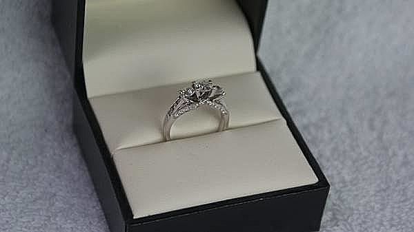 Craigslist Diamond Ring Makes a Terrible Christmas Gift