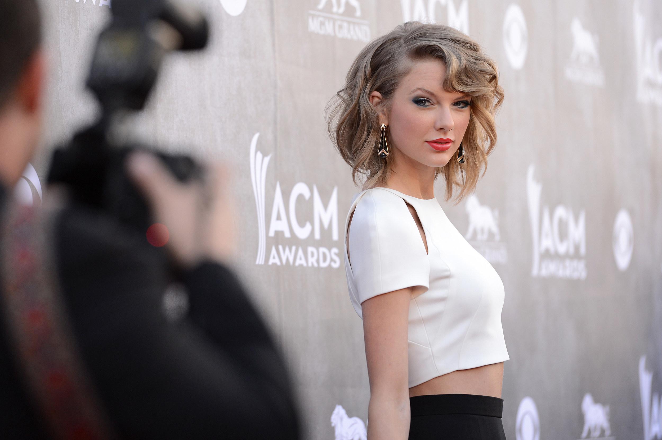 Taylor Swift Don T Get A Boob Job