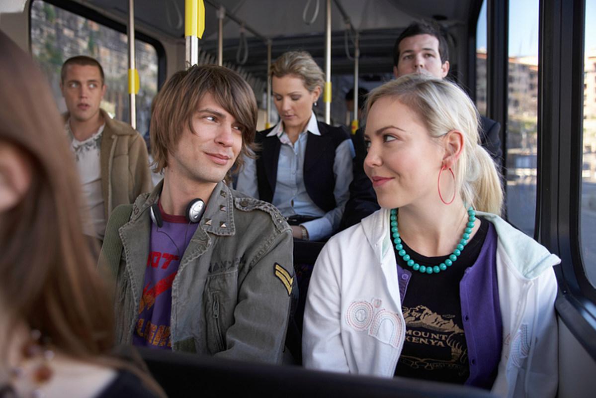 muzhiki-s-devushkami-v-avtobuse-foto-golih-zrelih-bolshih-zadnits