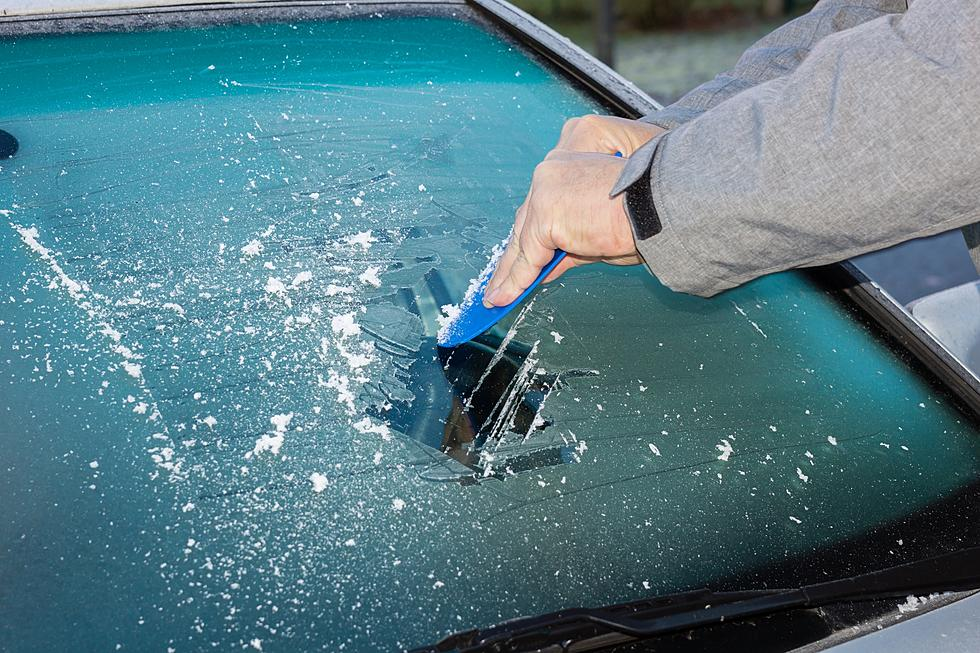 How To Get Ice Off Of Windshield >> What S The Easiest Way To Get Thick Ice Off Your Windshield