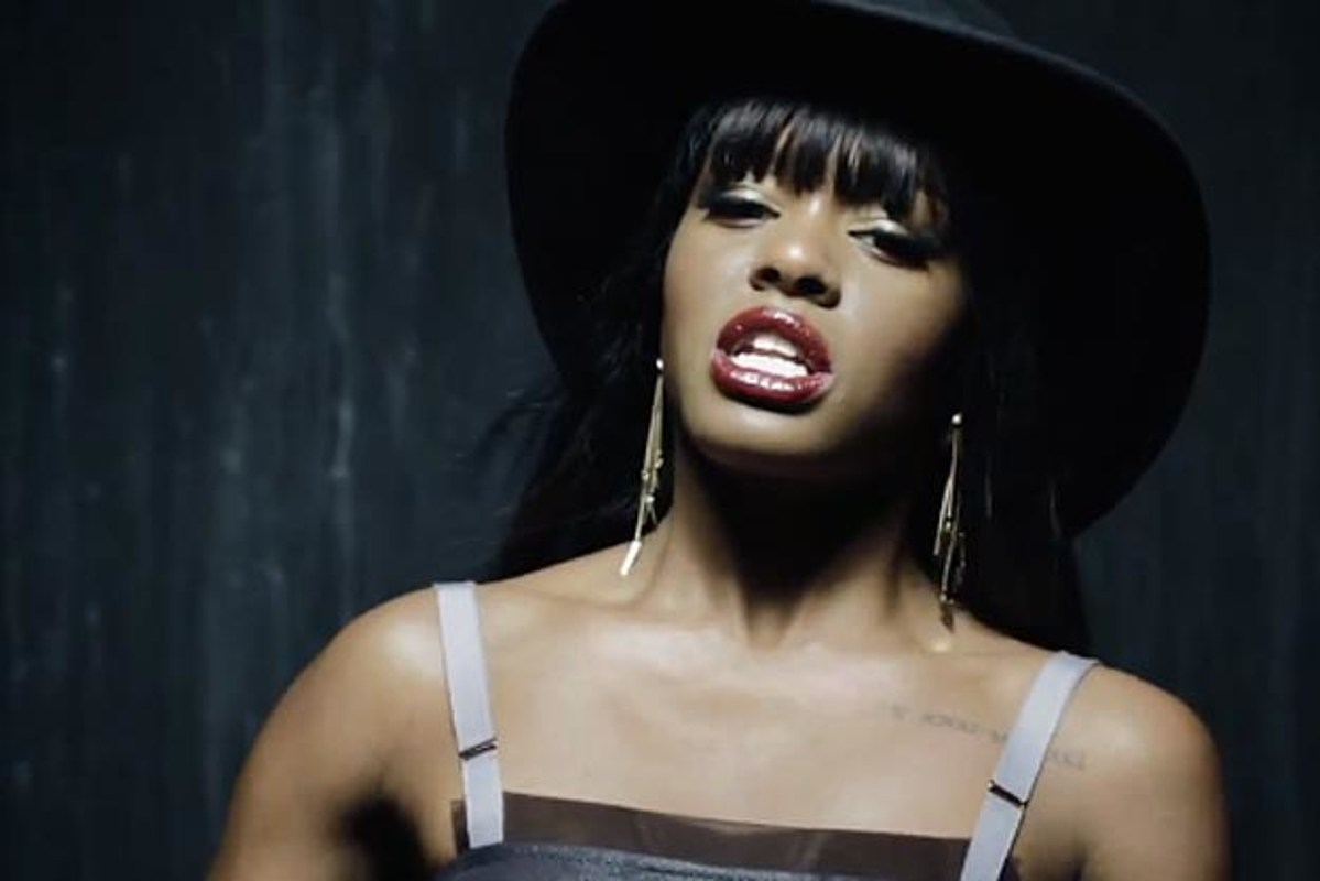 Azealia Banks and Her Red Lips Don't Miss a Beat in 'Van ...