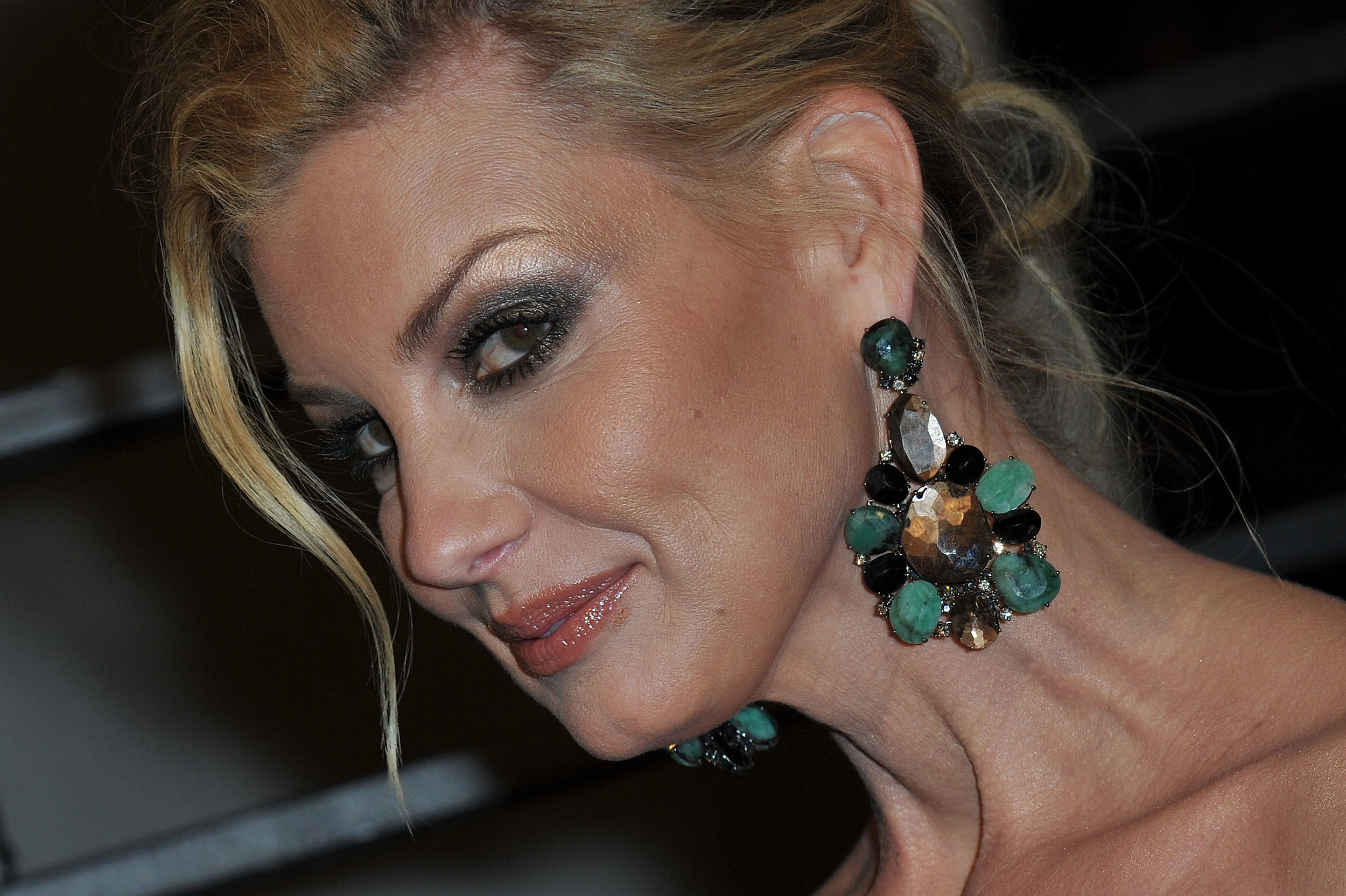 What Faith Hill Does When The Lights Go Down This Day In Country