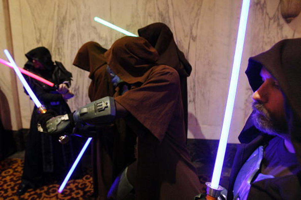 Police Break-up Brawl at Sci-Fi Convention, Three Light