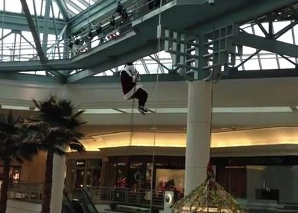 Santa Repelled Down from the Ceiling at a Mall in Florida and His
