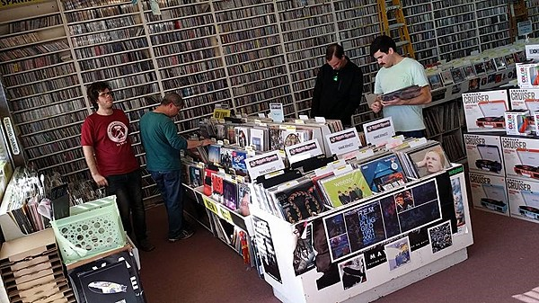 For The First Time In Years Cds And Vinyl Outsell Digital
