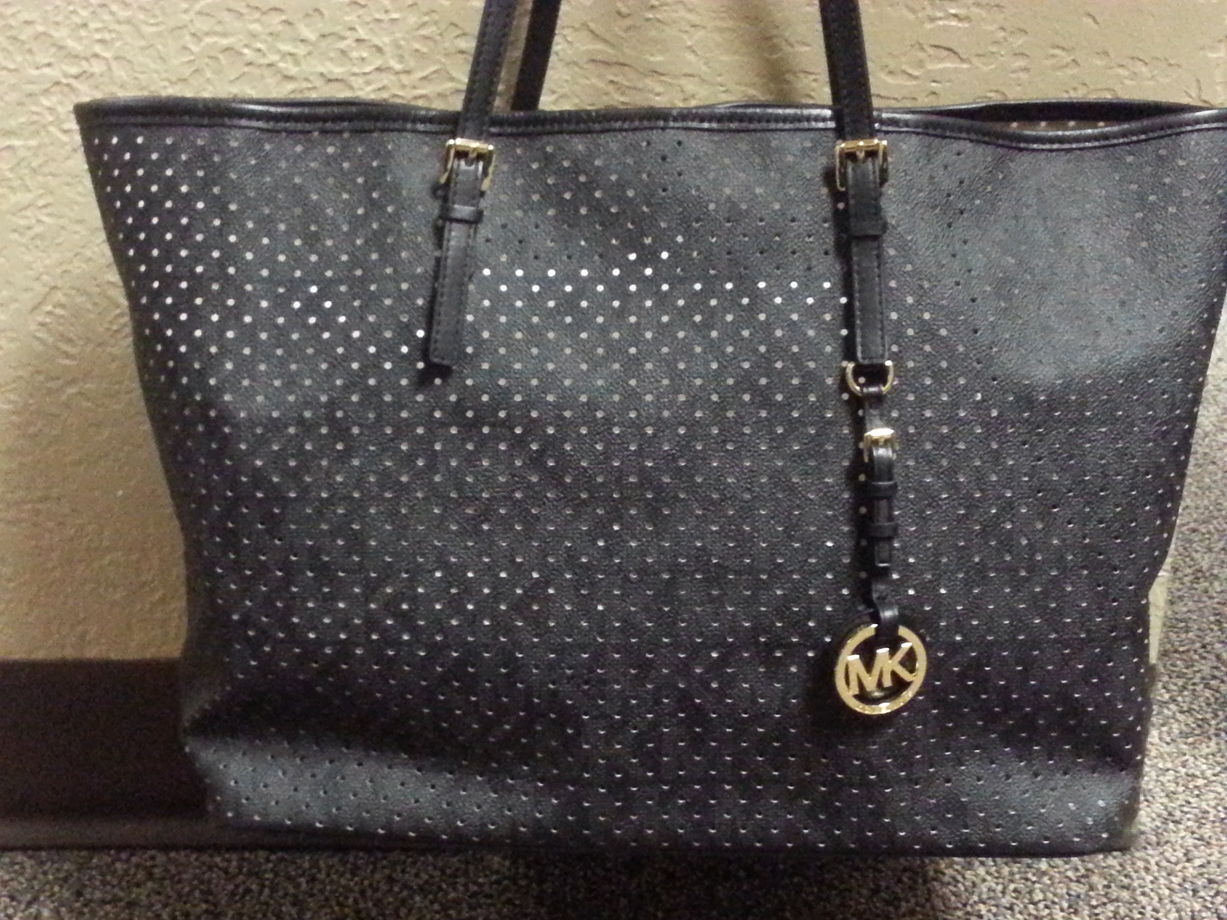 "7a90e7896971 Win A FREE Michael Kors Handbag In 96.9 KISS-FM s ""Pick A Purse"" Contest!  Get Details And See What Purses You Can Pick From Here!  PHOTOS"