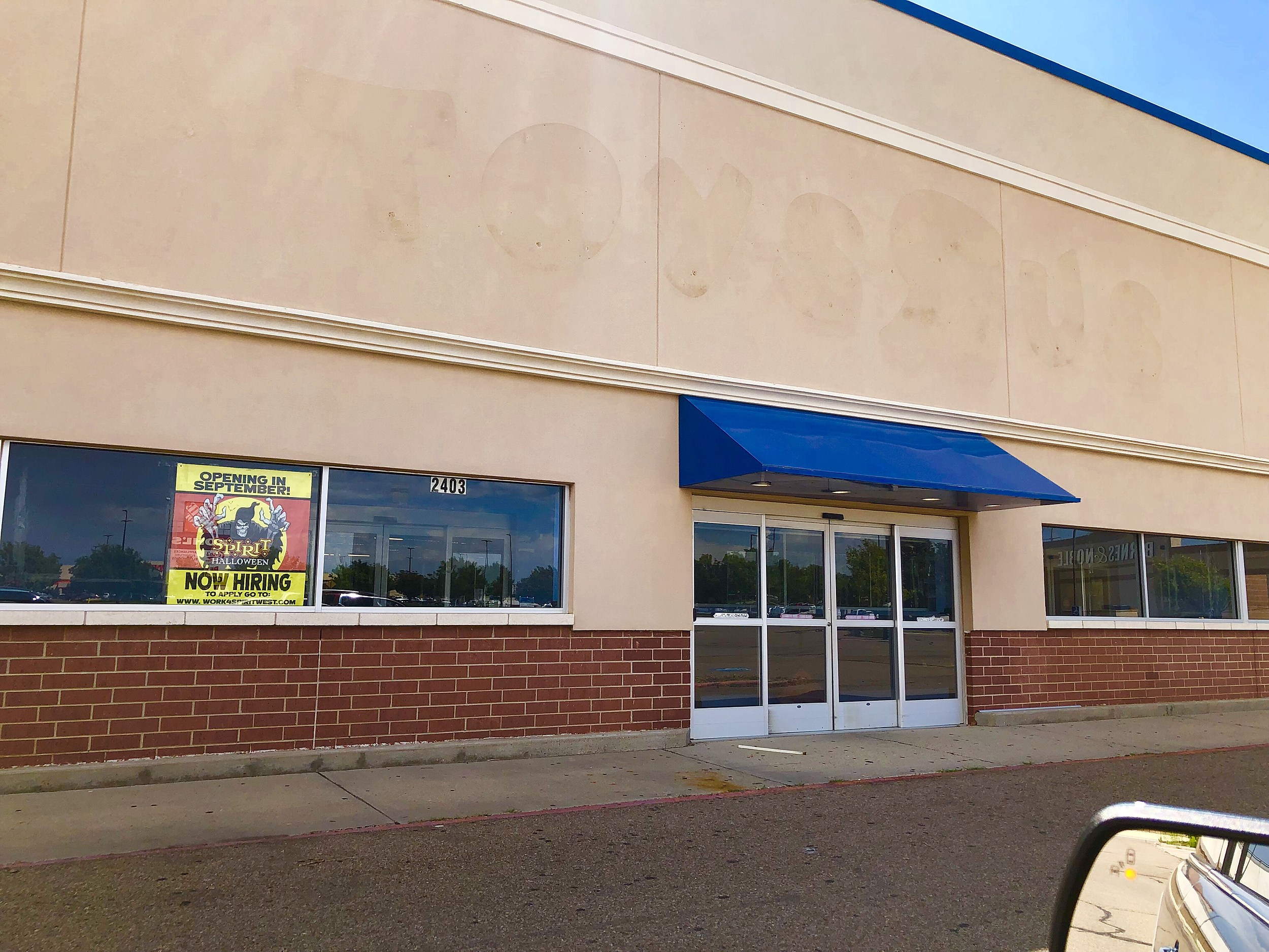 A New Popup Store Coming To The Old Toys R Us