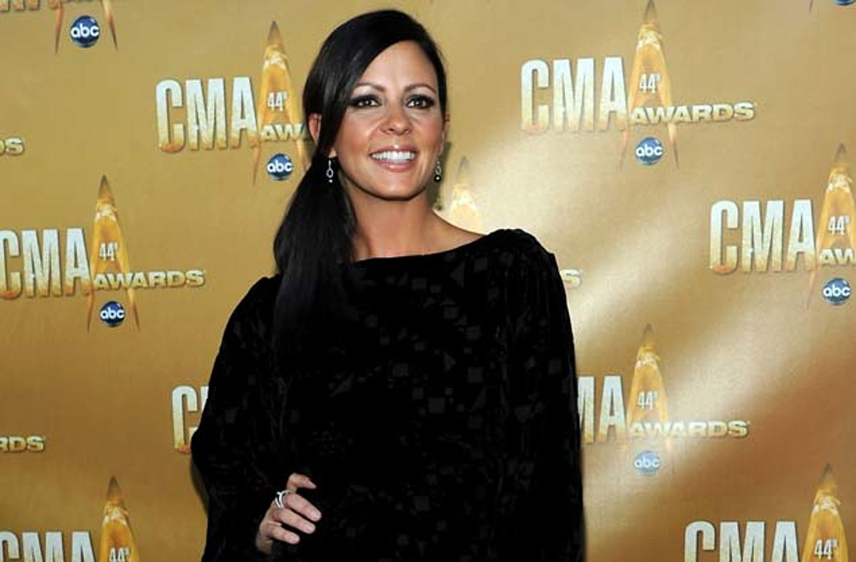 Sara Evans Wants Another Baby, If Her Sister or Friend ...