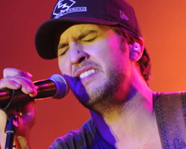 Luke Bryan Gets Plenty of Country Girls to 'Shake It' in ...  Luke