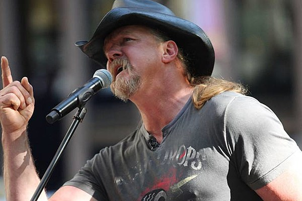 Cadillac Evening News >> Trace Adkins Delivers Perfect Rendition of National Anthem at World Series Game 2