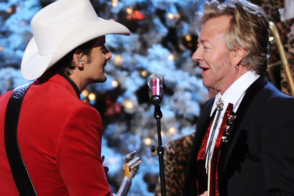 Brad Paisley 2020 Cma Country Christmas Brad Paisley and Brian Setzer Perform Two Songs on 'CMA Country
