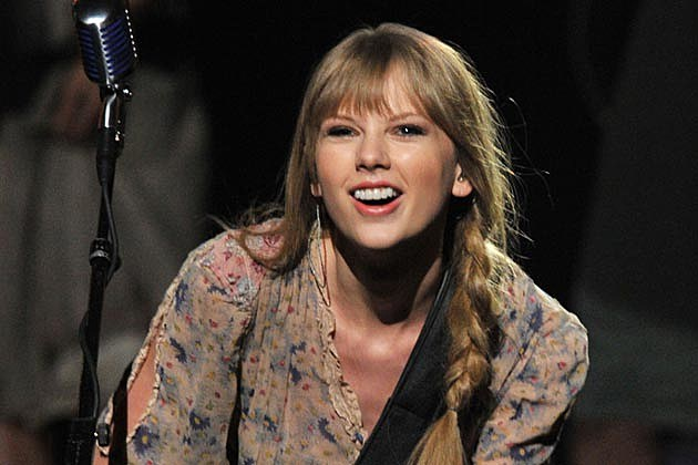 Taylor Swift Answers Critics With Flawless Performance Of Mean At 2012 Grammys