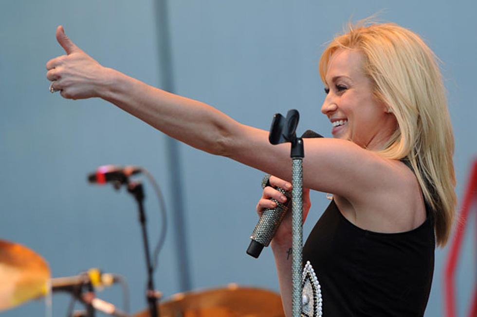 Kellie Pickler Splits With Sony Music Nashville