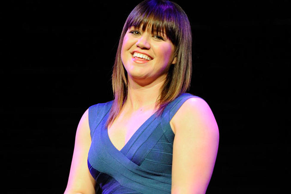 Kelly Clarkson Says Failed Family Marriages Makes Her and