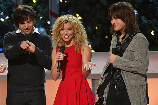 Cma Country Christmas Special Becomes Family Show With