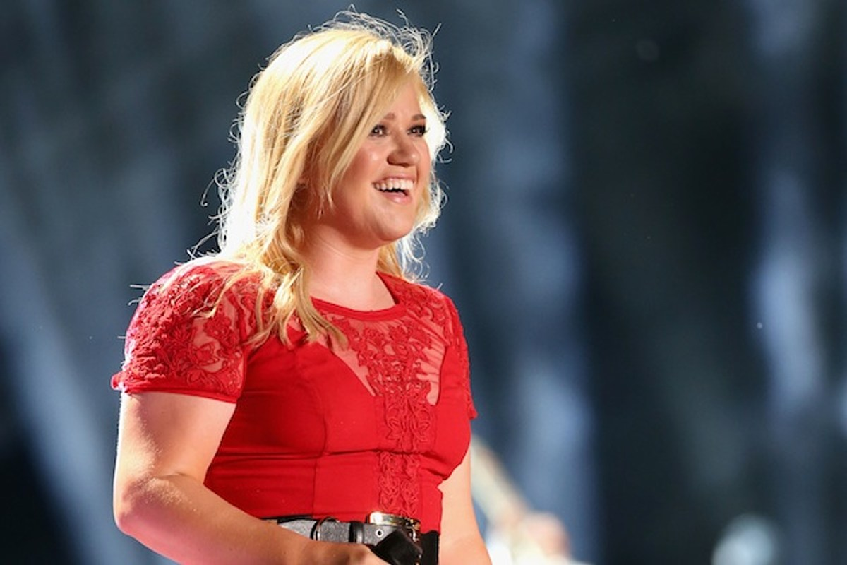 Kelly Clarkson Raves About Christmas Album 'Wrapped in Red'